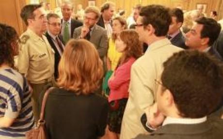 El JEME departe con los periodistas en el encuentro (Foto:Luis Rico/DECET)