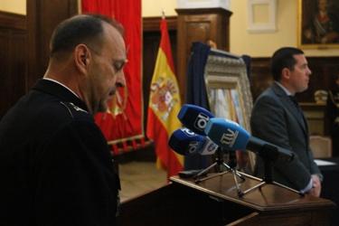El Comandante de Infantería de Marina pronuncia su discurso en presencia del Consejero de Administraciones Públicas del Gobierno de Extremadura