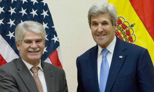 Alfoso Dastis y Jhon Kerry estableciendo relaciones bilaterales, imagen oficial del Ministerio de Asuntos Exteriores