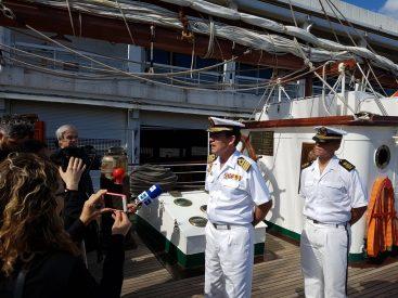 El comandante del 'Juan Sebastián de Elcano' entrevistado a su llegada a puerto