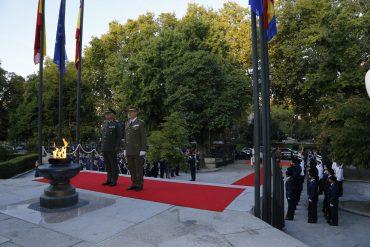 Durante la visita del presidente del CEUMC. Fuente: EMAD.