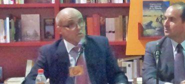 """El Teniente Coronel Francisco Jiménez Moyano, durante la presentación de su libro """"Manual de Inteligencia y Contrainteligencia""""."""