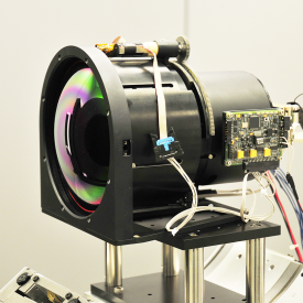 Una de las lentes ópticas de gran precisión de Escribano.