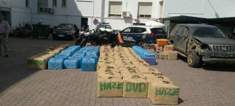 La Policía Nacional incauta más de cien fardos de hachís. Fuente: Agencia EFE