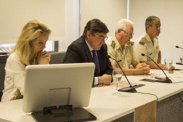 A la derecha, el Coronel Abellán en una rueda de prensa del Centro Mixto Universidad de Granada-MADOC