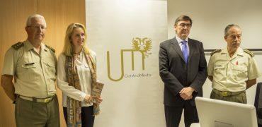 A la derecha, el Coronel Abellán en la Presentación del II Congreso Internacional de Estudios Militares en el Centro Mixto Universidad de Granada-MADOC